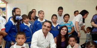 Silvano-Aureoles-Escuela