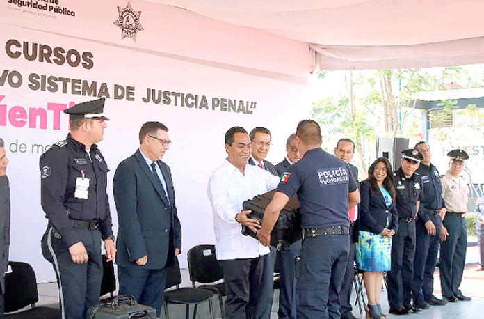 Adrián López Capacitación Policia