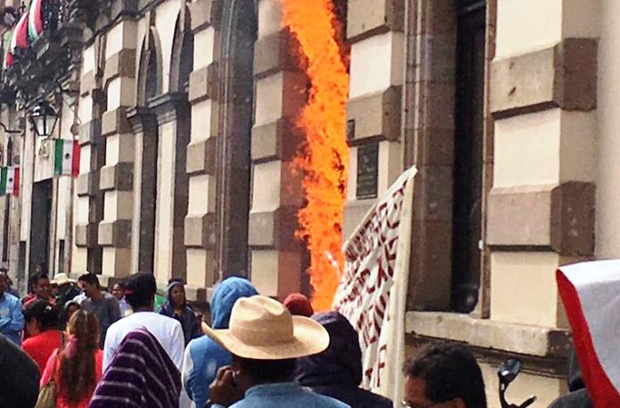 quema-puerta-del-congreso